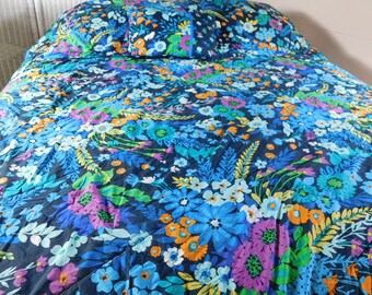 Quilt Twin  Full Antique Comforter Paisley design reversible same on both sides from Traurigs Detroit Powder blue braid trim 64 x 74 app