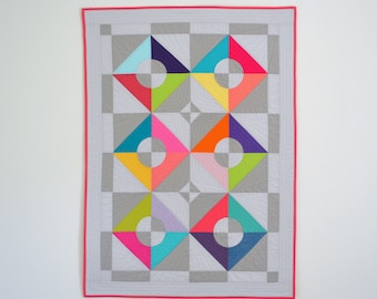 Geometric Baby Quilt, Baby Quilt, Modern Baby Quilt, Quilted Wall Hanging, Graphic Baby Quilt