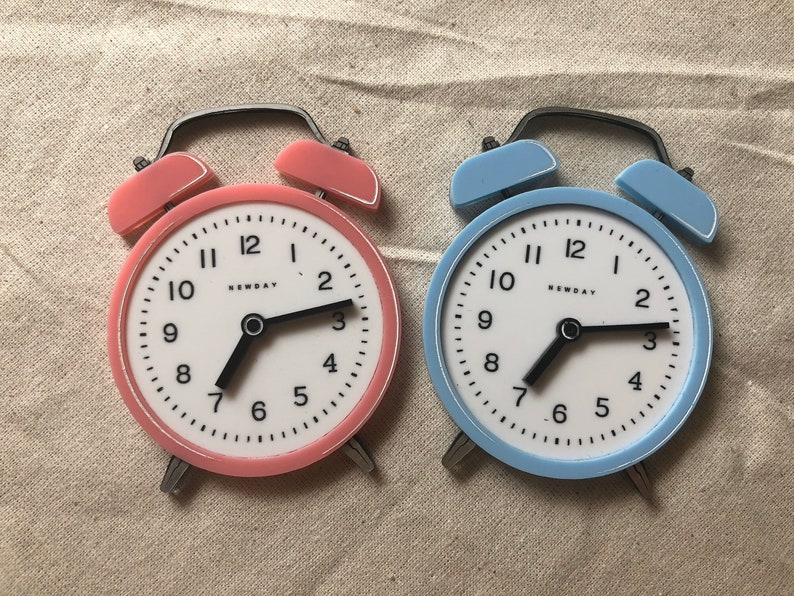 Pre Order  Pink or blue analog alarm clock HIT SNOOZE image 0