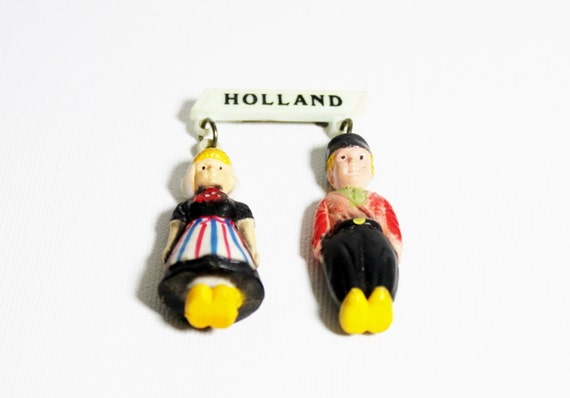 1940s celluloid pin dutch boy and girl Holland fig