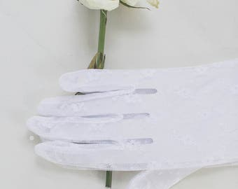 White Lace Gloves NWT / 50s 60s Ladies Vintage Wedding Gloves Spring Summer Sheer Lace Floral Gloves 50s Vintage Accessories DEADSTOCK