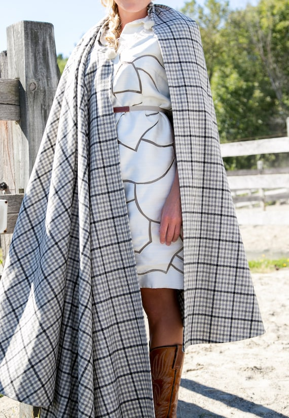 Vintage Cape. 50's Grey Wool Plaid __ ONE SIZE Fit