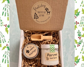 Happy Holidays Peppermint Scrub and Mini Candle Gift Set