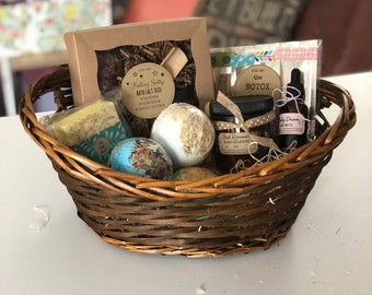 Create a Gift Basket with Kitsch + Fancy goodies