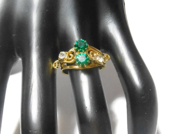 Adjustable green rhinestone ring, to size 9, two round center green rhinestones, side clear stones, swirl design, gold tone