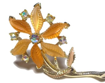 Champagne floral brooch, aurora borealis rhinestone accents, lucite ribbed petals, enamel petals, gold plated, star of Bethlehem, daisy pin