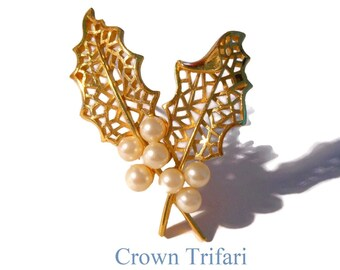 Crown Trifari brooch, gold plated holly leaves brooch, beautifully detailed brushed leaves with faux pearl berries, leaf pin