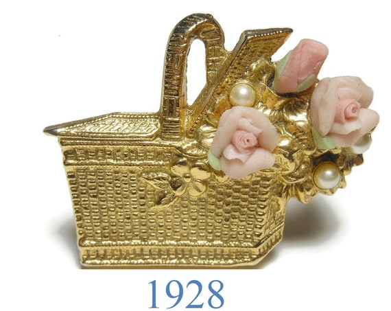 1928 picnic basket brooch, pink ceramic roses, gold textured basket, faux pearl flower centers, floral pin, great detail small basket pin