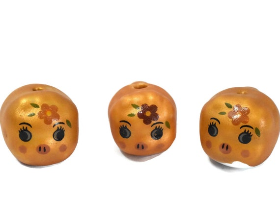 Porcelain pig beads, 3 piece lot, gold piggy figurine beads, ceramic small Kawaii beads, animal beads, with flower on head, tail in rear