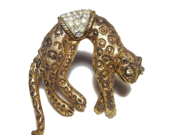 Leopard articulated brooch, pin brooch gold, rhinestone eyes and pave saddle, wonderful detail, cheetah jaguar, moving tail, Florenza like