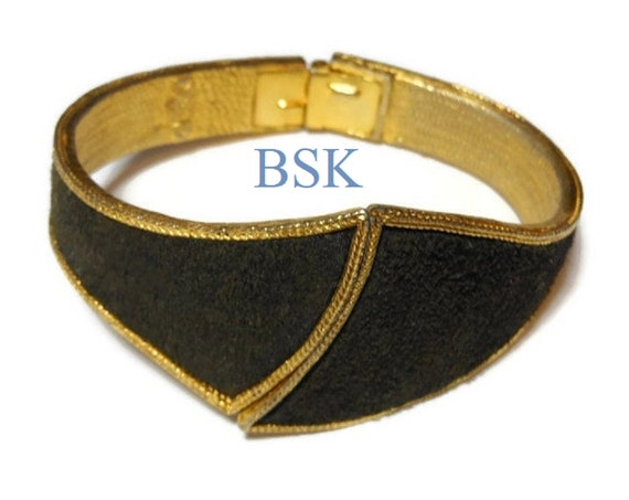 BSK cuff bracelet - Unique signed black suede hinged cuff gold plate very rare. vintage