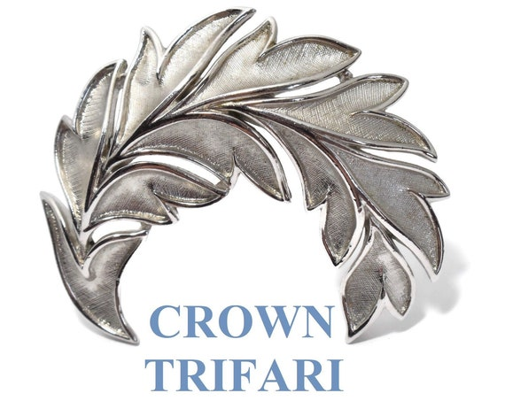 Crown Trifari brooch, silver leaf brooch 3d beautifully veined and detailed, textured matte with glossy veins and outline