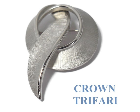 Crown Trifari brooch, silver swirl scarf or ribbon brooch, beautifully detailed brushed and shiny, a Trifari staple
