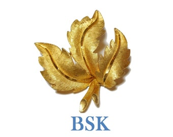 BSK leaf brooch, figural leaf pin with veins, brushed gold with satin tone veins, gold plated, finely detailed