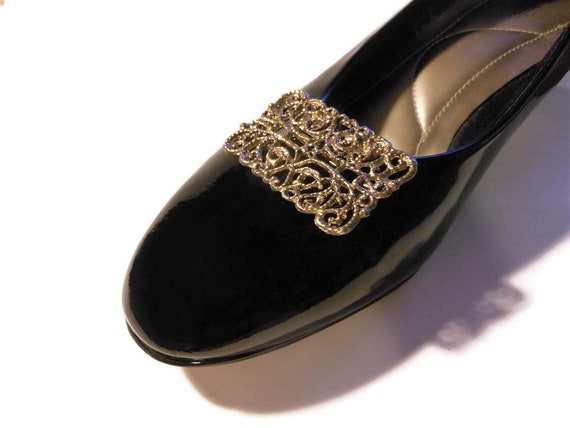 Antiqued gold Shoe Clips, filigree style scroll work, gold with black antiquing, swirls and curlicues, rectangular