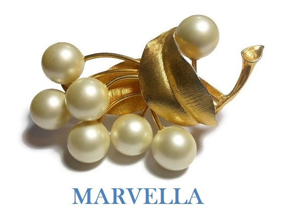 Marvella pearl brooch, creamy white faux pearls form the flowers of this bouquet on a gold stem with gold textured leaves, large floral pin