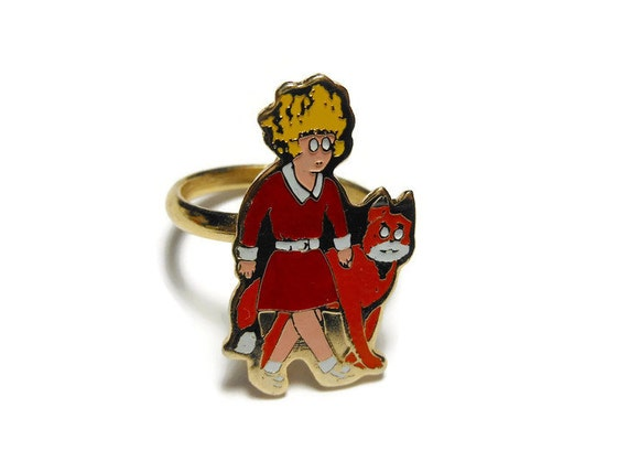 Little Orphan Annie ring, gold tone, with Sandy, adjustable, classic comic strip  (1974 New York News)