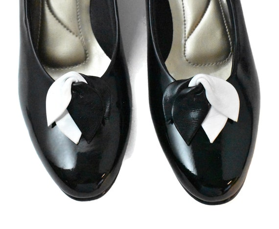 9 2 5 Black and white faux leather Shoe Clips, ShoeClip, classic black and white, sweater or dress clip 1980s, office prom formal, wedding!