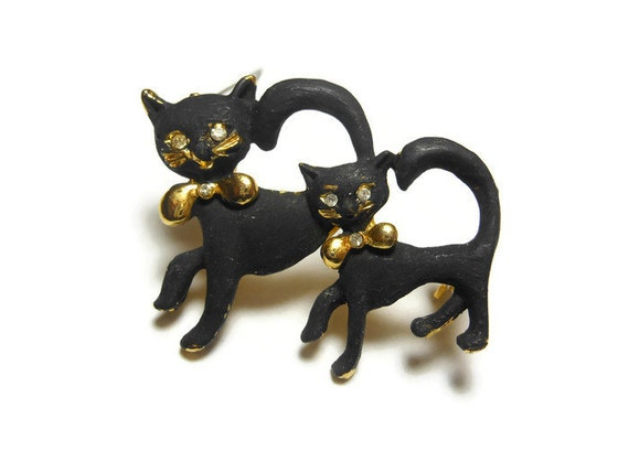 Black cats brooch pin, black enamel pair, mother and child, rhinestone eyes, gold tone base, gold collar, small, animal lover