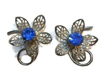 Cornflower blue floral earrings rhinestone center with silver tone filigree daisy petals, clip earrings