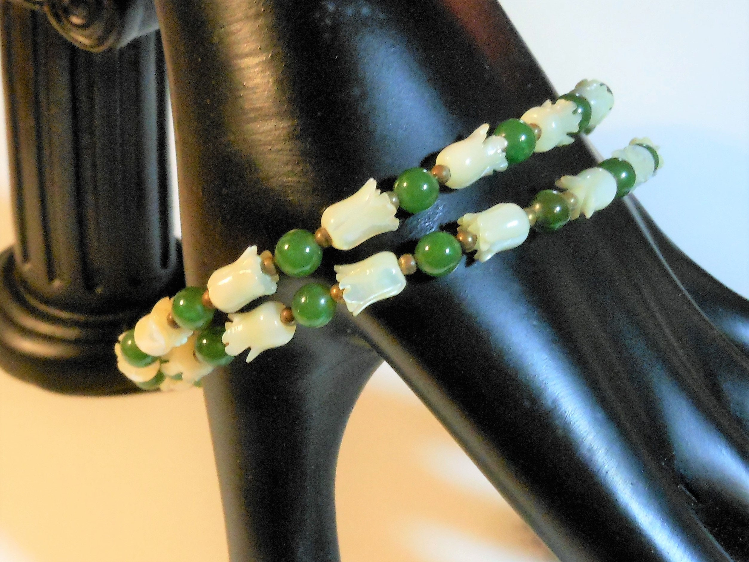 Necklace choker green beads MOP beads green pearls w Mop pendant  one size fits most #1485
