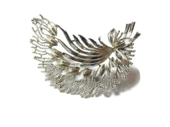 Lisner bouquet brooch pin, large silver tone calla lilies with leaves and ferns, statement piece