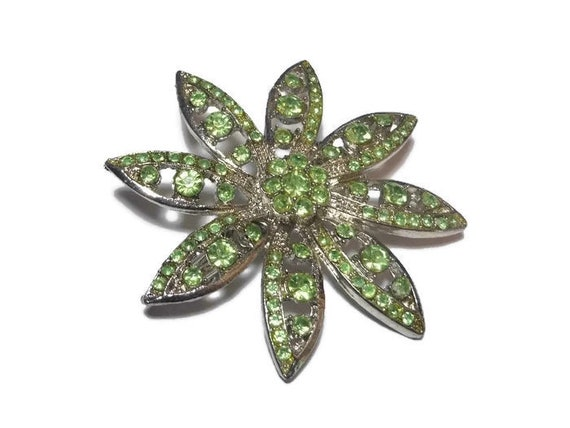 Statement brooch apple green rhinestone daisy pin  in silver tone