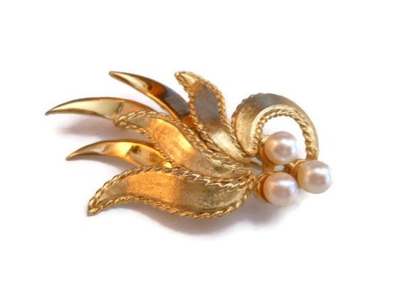 Brooks leaf brooch, three pearl design brushed and satin brooch, gold plate