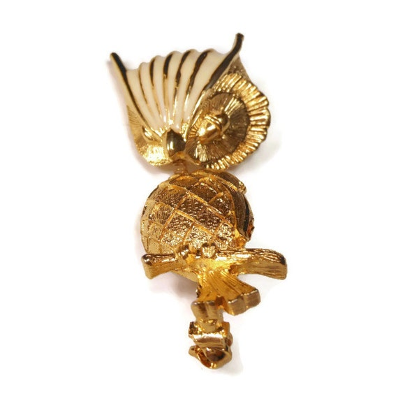 Alice Caviness owl brooch, trembler brooch 1950s gold tone with off white enamel cross hatched breast, bird pin