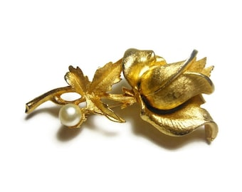 Rosebud brooch, gold plated brushed gold rose bud on stem with leaves and a faux pearl