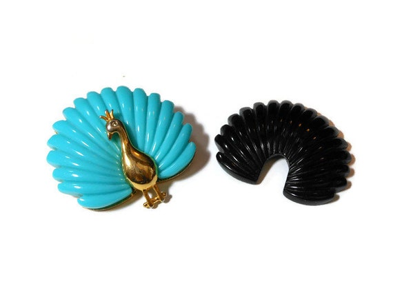Peacock interchangeable brooch, two looks in one, two colors can grace the back of the gold tone peacock, turquoise or black