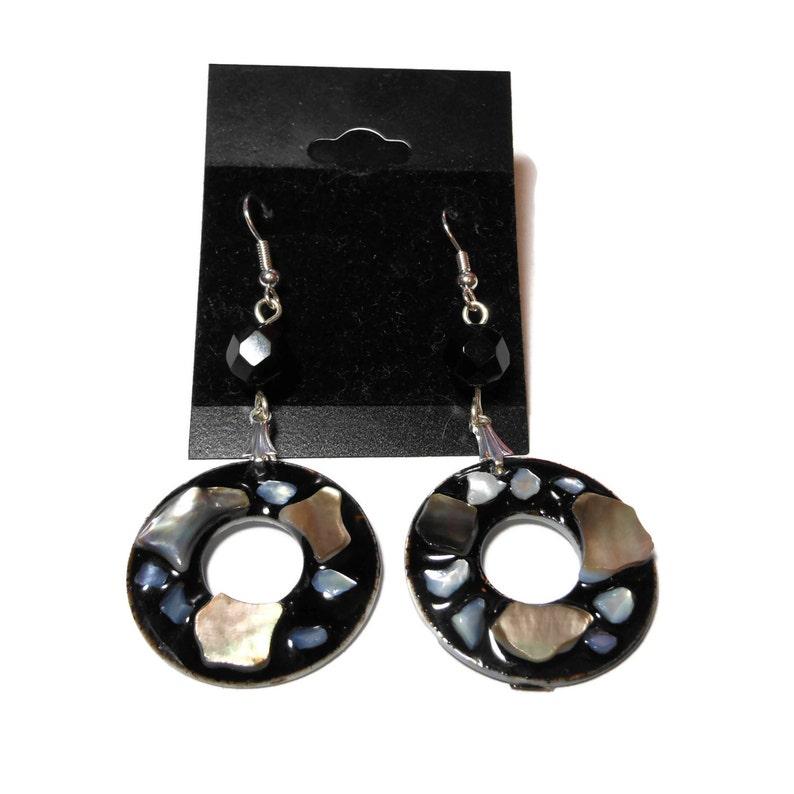 Black lip shell earrings mother of pearl lip shell in black image 1