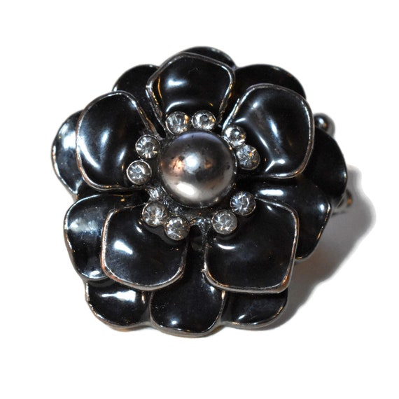 Floral stretch ring, black petals enamel petals tipped in silver and silver faux pearl center with clear rhinestones, stretch band