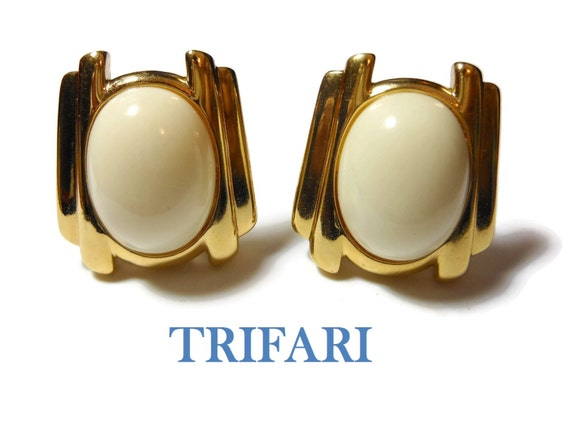 Trifari 1980S earrings, creamy white lucite cabochon, gold columns on sides, clip earring, off white, winter white