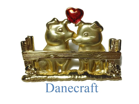 Danecraft pigs brooch pin, burnished gold pigs in a pen, red enamel heart above, boyfriend girlfriend  partners couples lovers husband wife