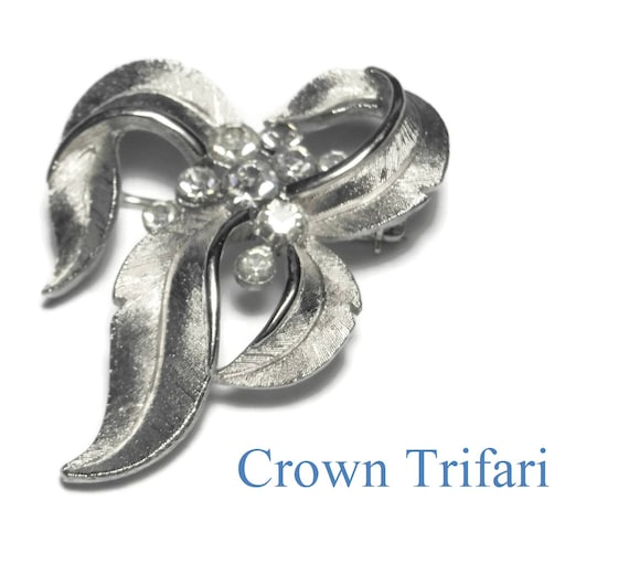 Crown Trifari leaf brooch, silver leaf brooch with clear rhinestones, matte and glossy, finely detailed