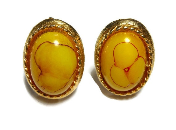 Baltic butterscotch cuff links, butterscotch amber cabochon with red inclusions, gold plated, circa 1950s, very unique design