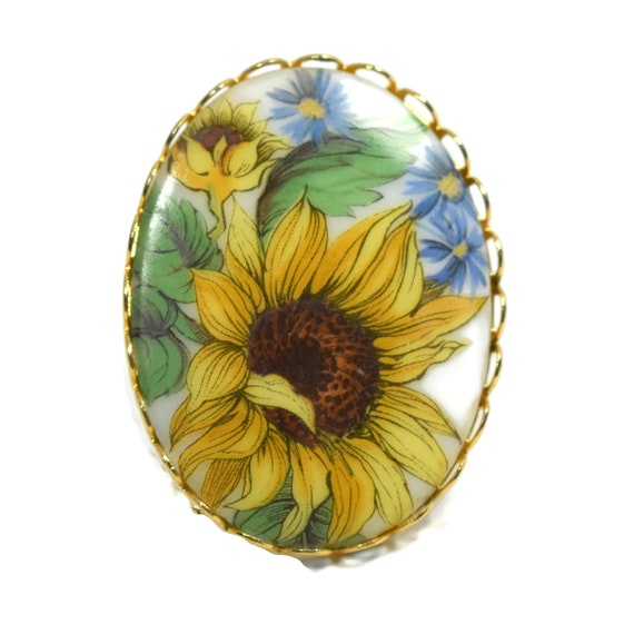 Hand-painted sunflower cameo brooch, yellow flower painted on ceramic with a glossy finish and a gold filigree frame