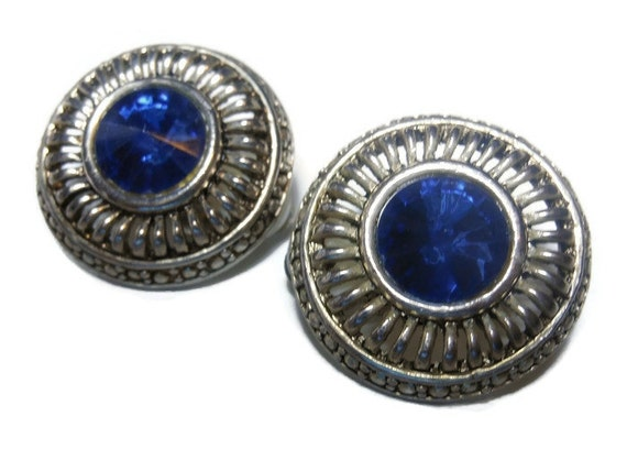 Blue rhinestone earrings, button style with rope like edging, clip silver tone round
