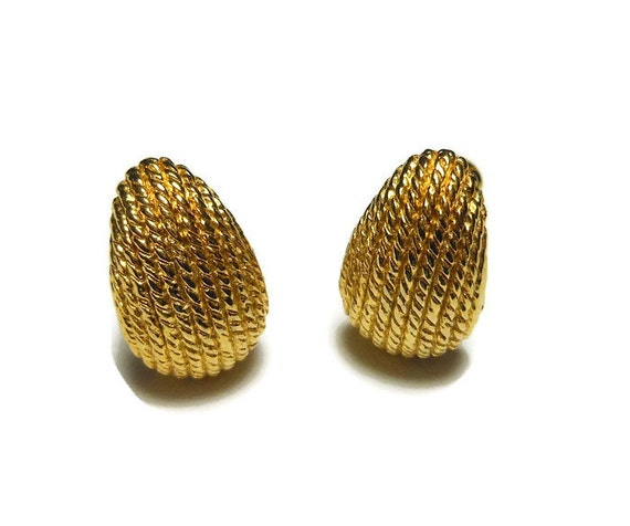 Trifari clip earrings 1980s teardrop, textured small teardrop shaped earrings, marked Trifari TM, clip earrings