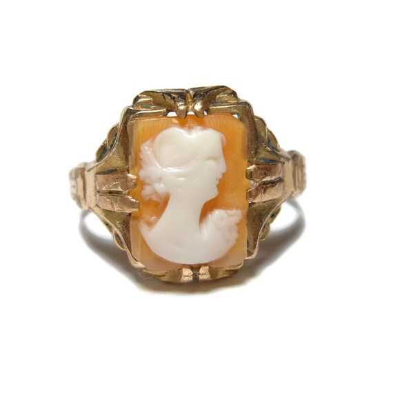 Edwardian cameo shell ring, feminine delicate dainty, coral with alabaster carved, thought to be early Uncas, gold size 5, 1/20th of 12K GP