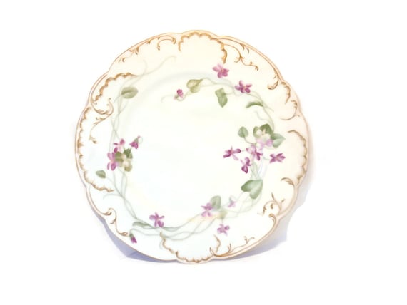 Haviland and Limoges dinner plate, H & L Co. France, 1888 to 1896, scalloped Clematis vine flower floral, gold trimmed edges and scallops