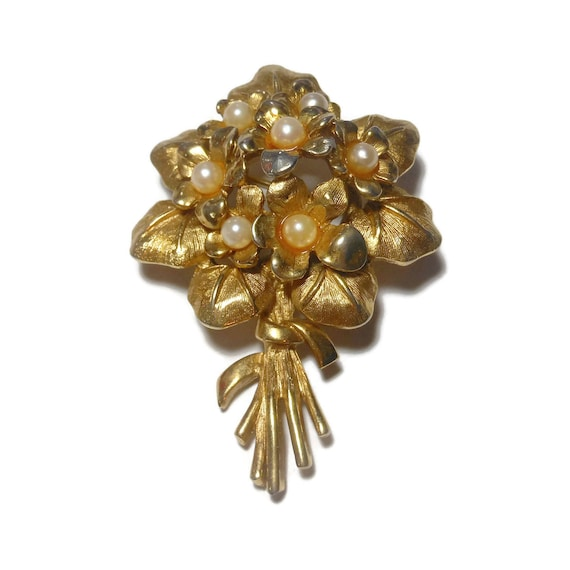 Boucher violets brooch with cultured pearl part of the Flower of the Month series, February birthday gift, numbered 8368