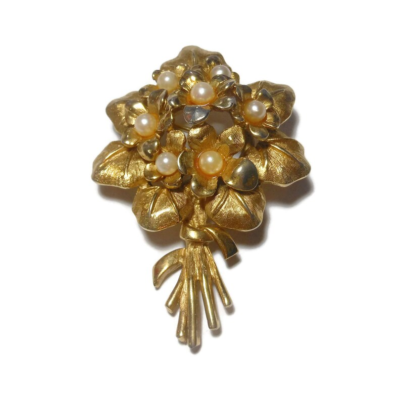 Boucher violets brooch with cultured pearl part of the Flower image 0