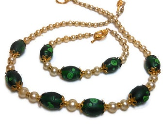 Choker and bracelet, hand made upcycled glass faux graduated pearls and new emerald green lampwork beads OOAK, handmade