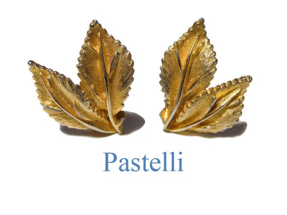Pastelli clip earrings, signed Pastelli, gold leaves clip earrings, great detailing, Pastelli was a high end line of Royal of Pittsburgh