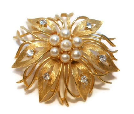 Lisner floral brooch pin, pearl and clear rhinestone floral leaves brooch on gold plate, great wedding piece
