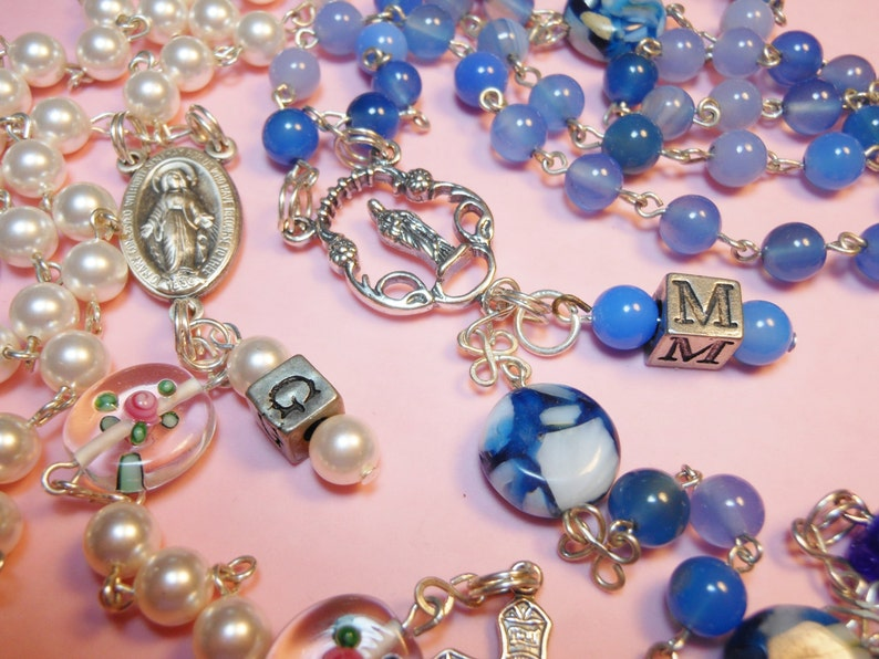 FREE SHIPPING Personalize your rosary with matching beaded image 0