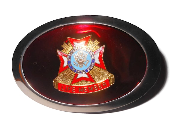 VFW belt buckle, life member emblem, Veterans of Foreign Wars, Silver rim edge, red enamel reflective insert, red gold blue