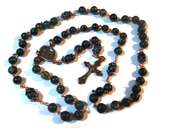 "Catholic rosary ""Cast out the Devil"" Serpentine beads with copper wire, copper cross and center - free pouch"